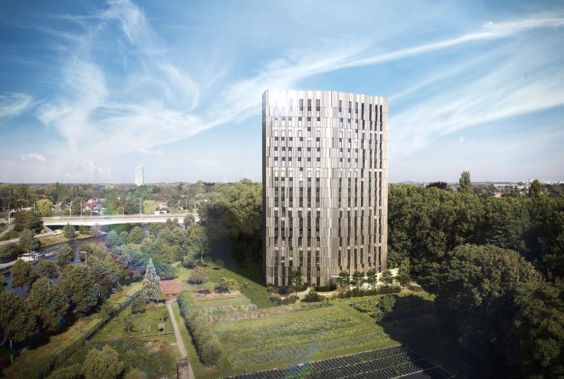 Aan de horizon van Gent: meiboomplanting op hoogste studententoren van het land