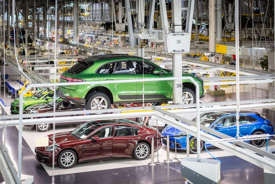 Lanzamiento de producción: la primera unidad del Macan destinada a un cliente salió hoy de la línea de montaje.