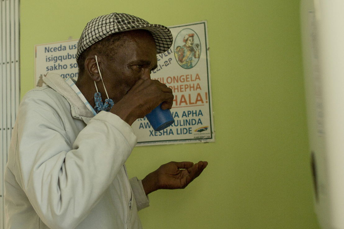 Simphiwe takes his first delamanid tablets, which have now been included into his treatment regimen for XDR-TB. Photographer: Sydelle WIllow Smith