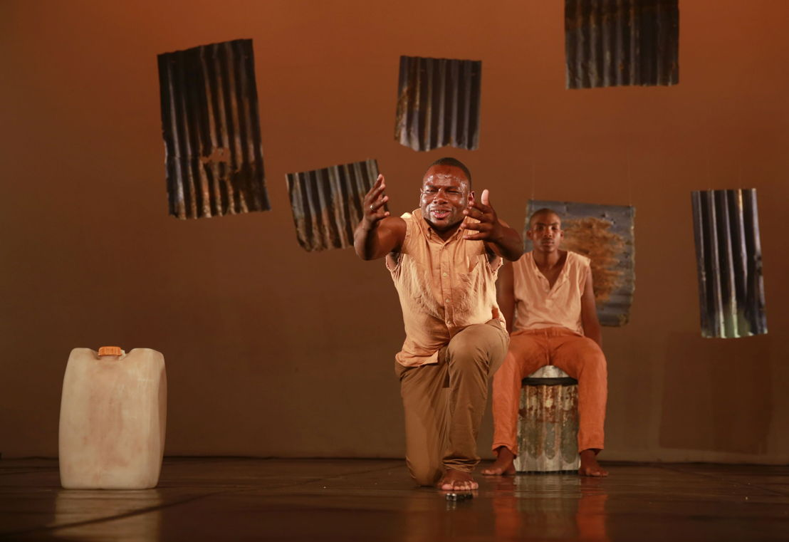 Bongani Dyalivana and Eric Menyo in Phefumla/To Breathe. Image by Nardus Engelbrecht
