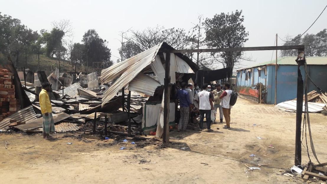 Una clínica de MSF destruida en el incendio en el campo de refugiados de Cox's Bazar, Bangladesh