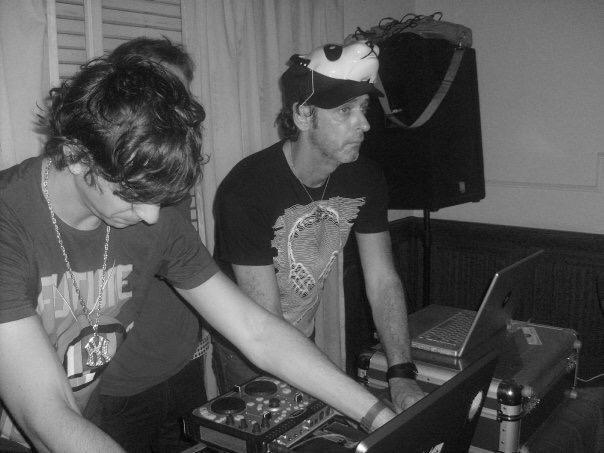 En la foto: DJ Capri y Cerati en una sesion de trabajo.