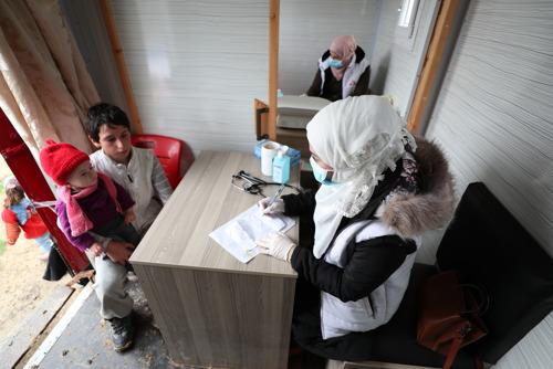 Primeros casos de COVID-19 en el noroeste de Siria: más de la mitad de positivos son personal sanitario