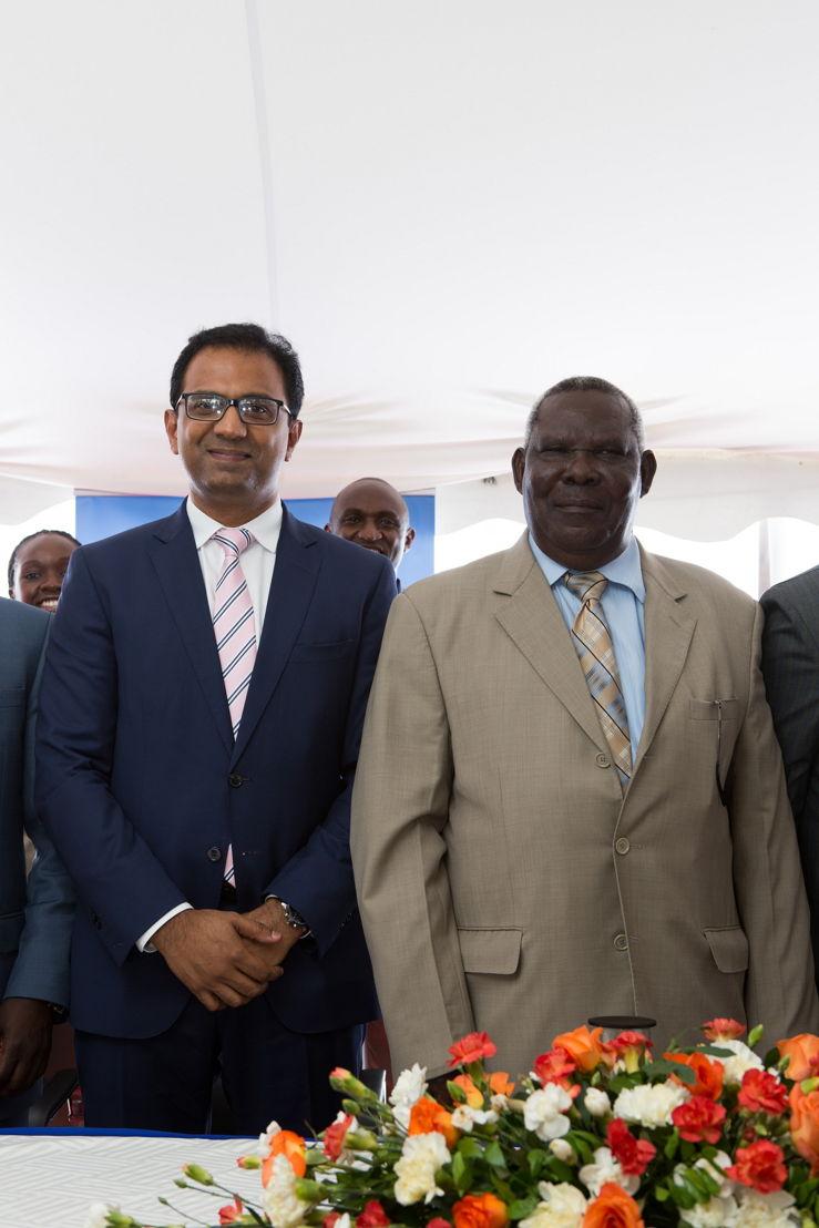 Zanzibar's Second Vice President Ambassador Seif Ali Iddi and flydubai's SVP Sudhir Sreedharan