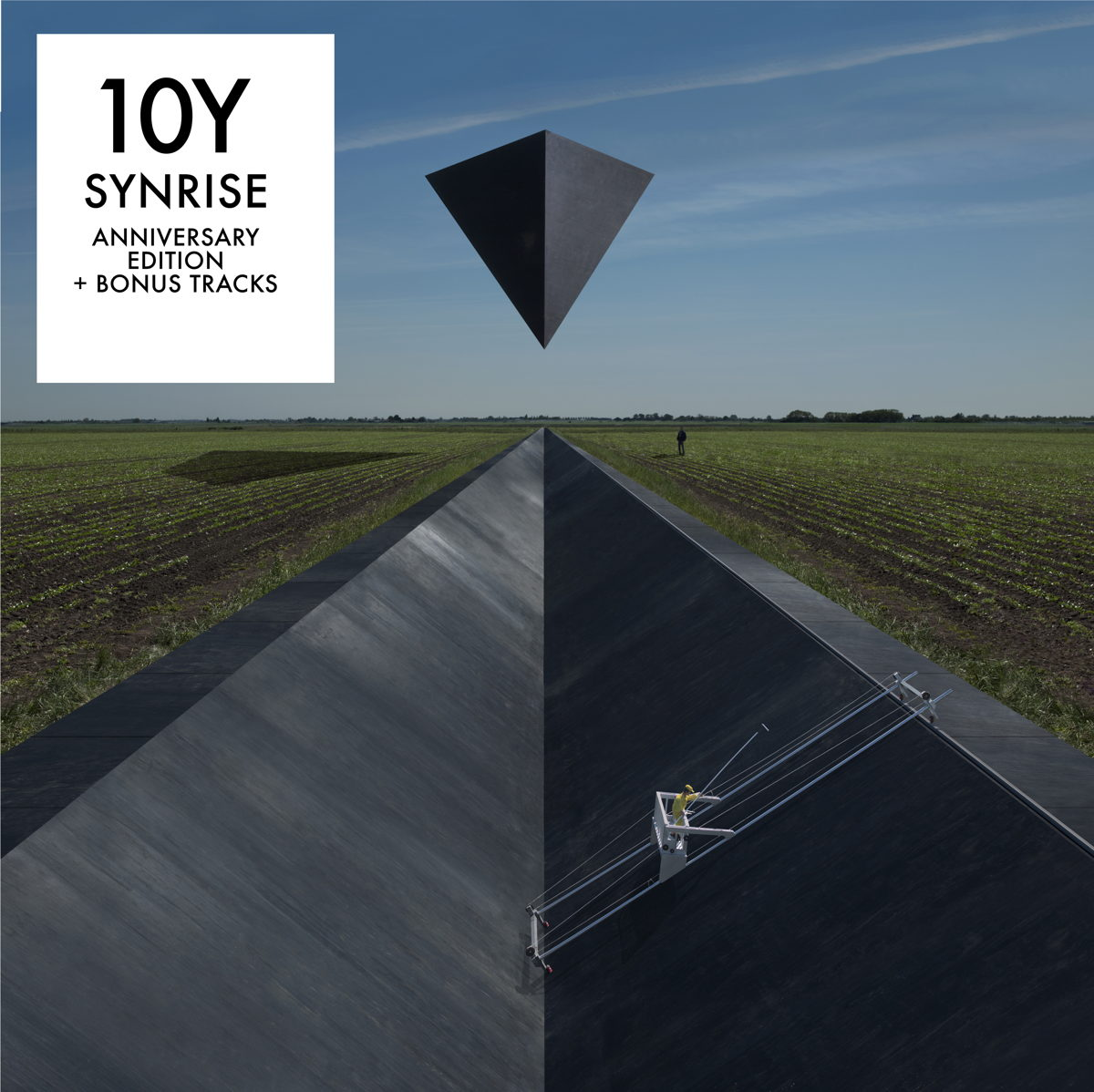 Cover of the 10Y SYNRISE album