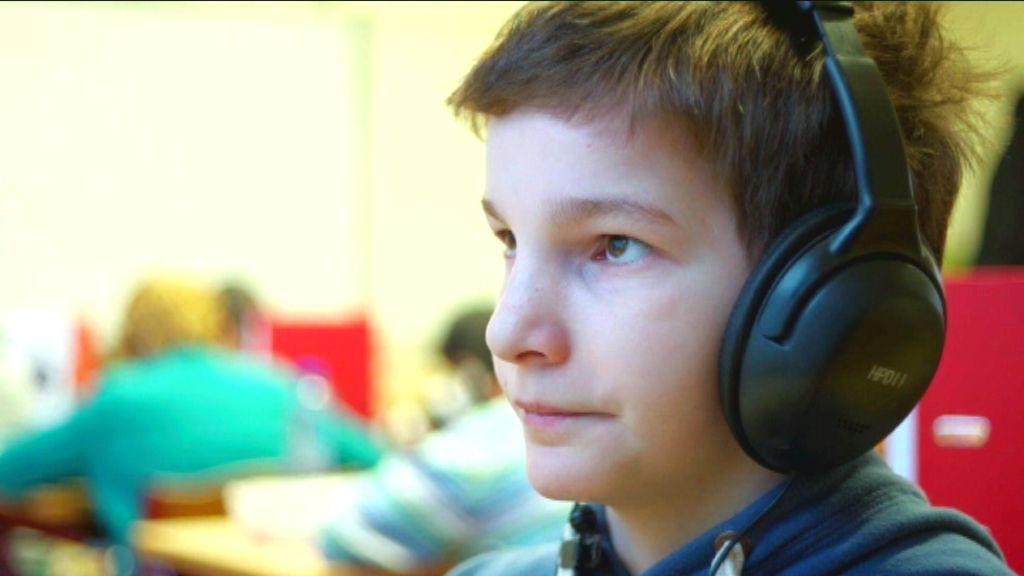 Karrewiet Plus - Een nieuw land - Umar op school - (c) VRT