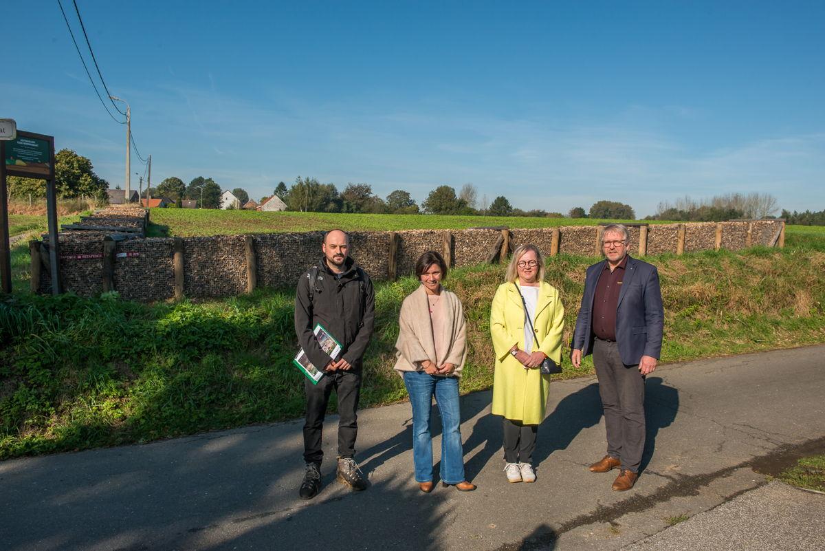 De provincie Vlaams-Brabant en de gemeente Lennik voerden samen erosiebestrijdingswerken uit aan de Katteklauwstraat
