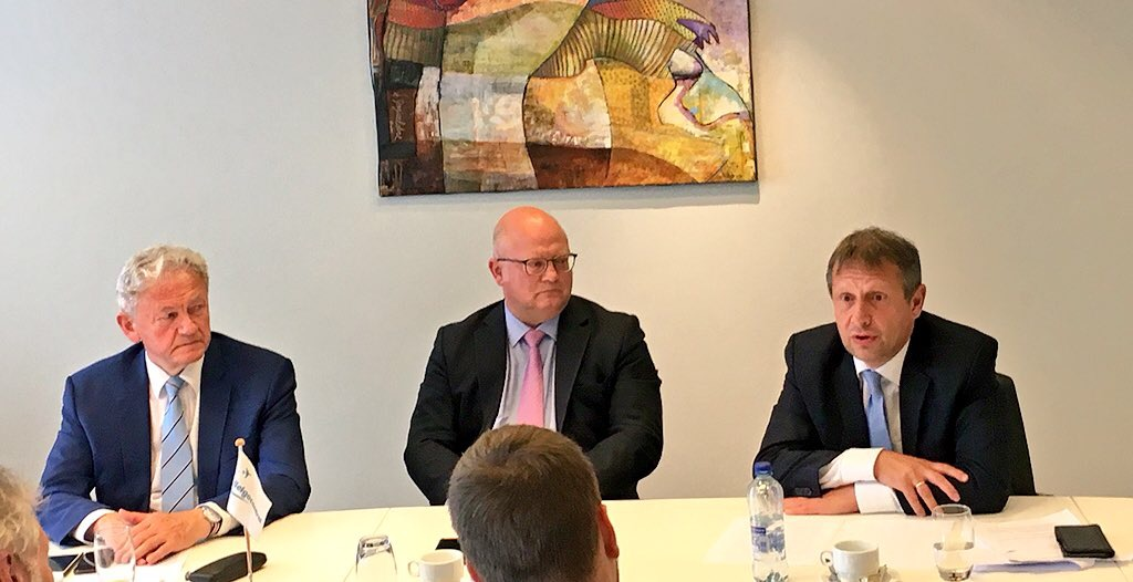 François Bellot, Ministre fédéral de la Mobilité,  Jean-Luc Crucke, Ministre wallon des Aéroports et Johan Decuyper, CEO de Belgocontrol