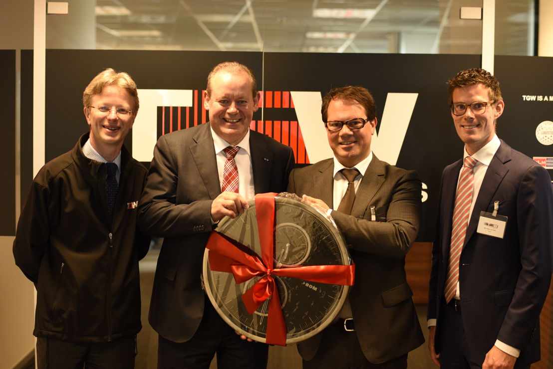 From left to right: David Jenkinson (Finance Director at TGW Limited), Hans De Sutter (Head of Sales TGW Benelux), Lars De Vries (Project Manager BOM), Pieter van Gent (Senior Project Manager NFIA)