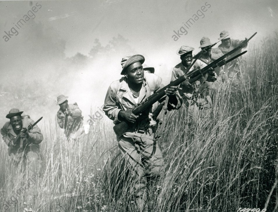 Soldiers of the 92nd Division practice an attack in a smoke-filled area at Fort McClellan, Alabama. Photo, November 1942<br/>AKG812228
