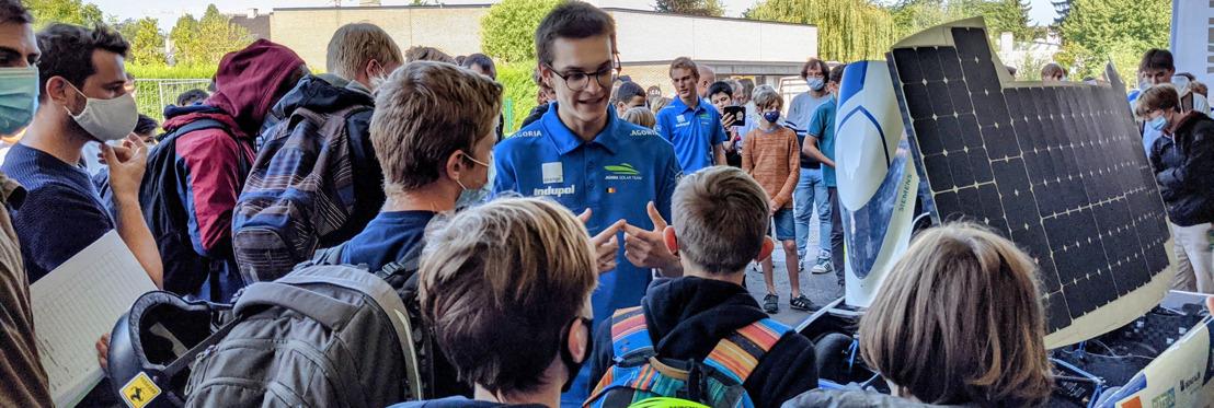 Zonnewagen verrast middelbare scholieren op de speelplaats