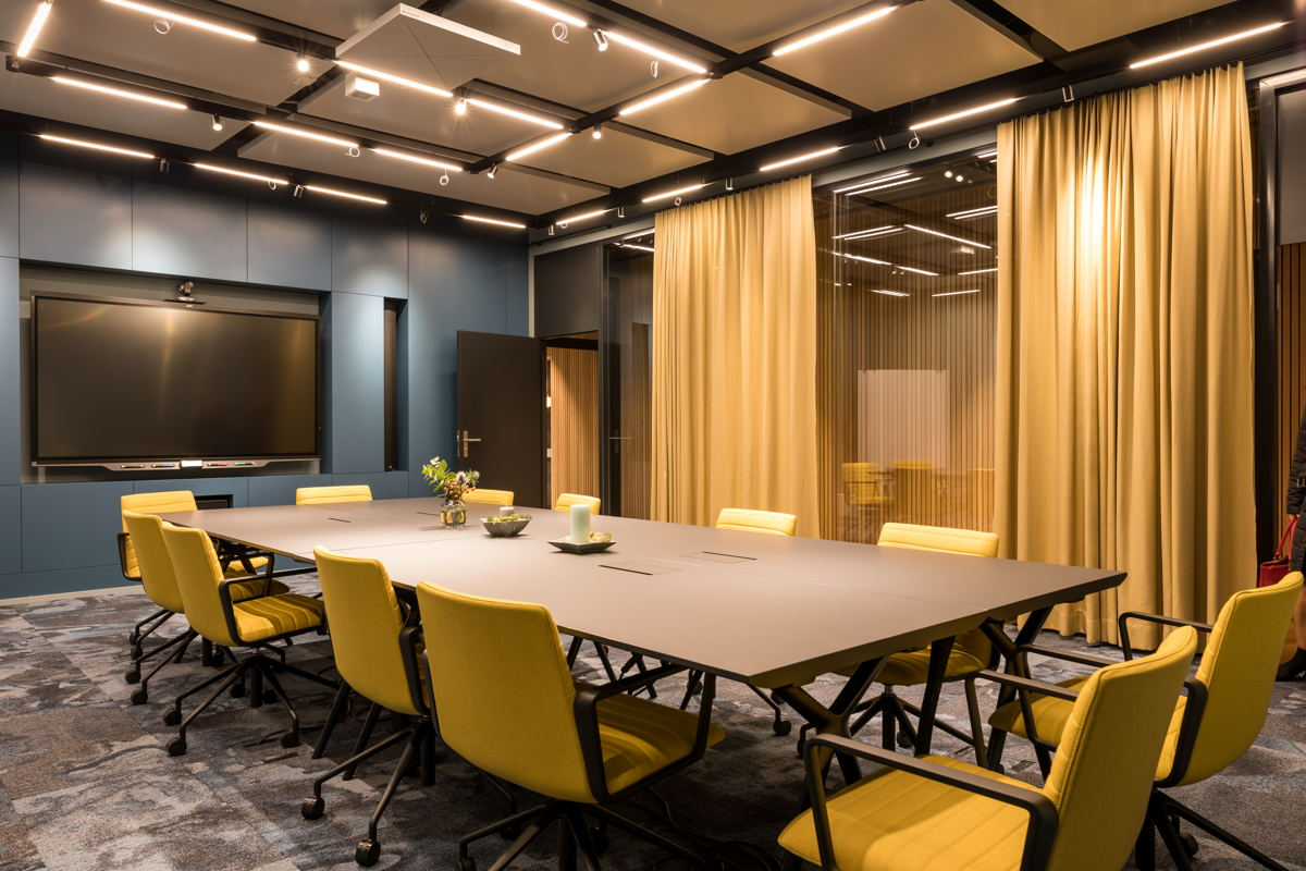 Sennheiser's TeamConnect Ceiling 2 fits elegantly into the modern appearance of the Mercato conference room