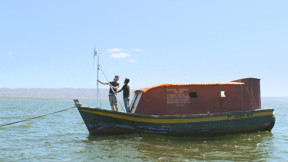 Goed gezien! - Leonard en Alexis op een windmolenboot - (c) Padaboem