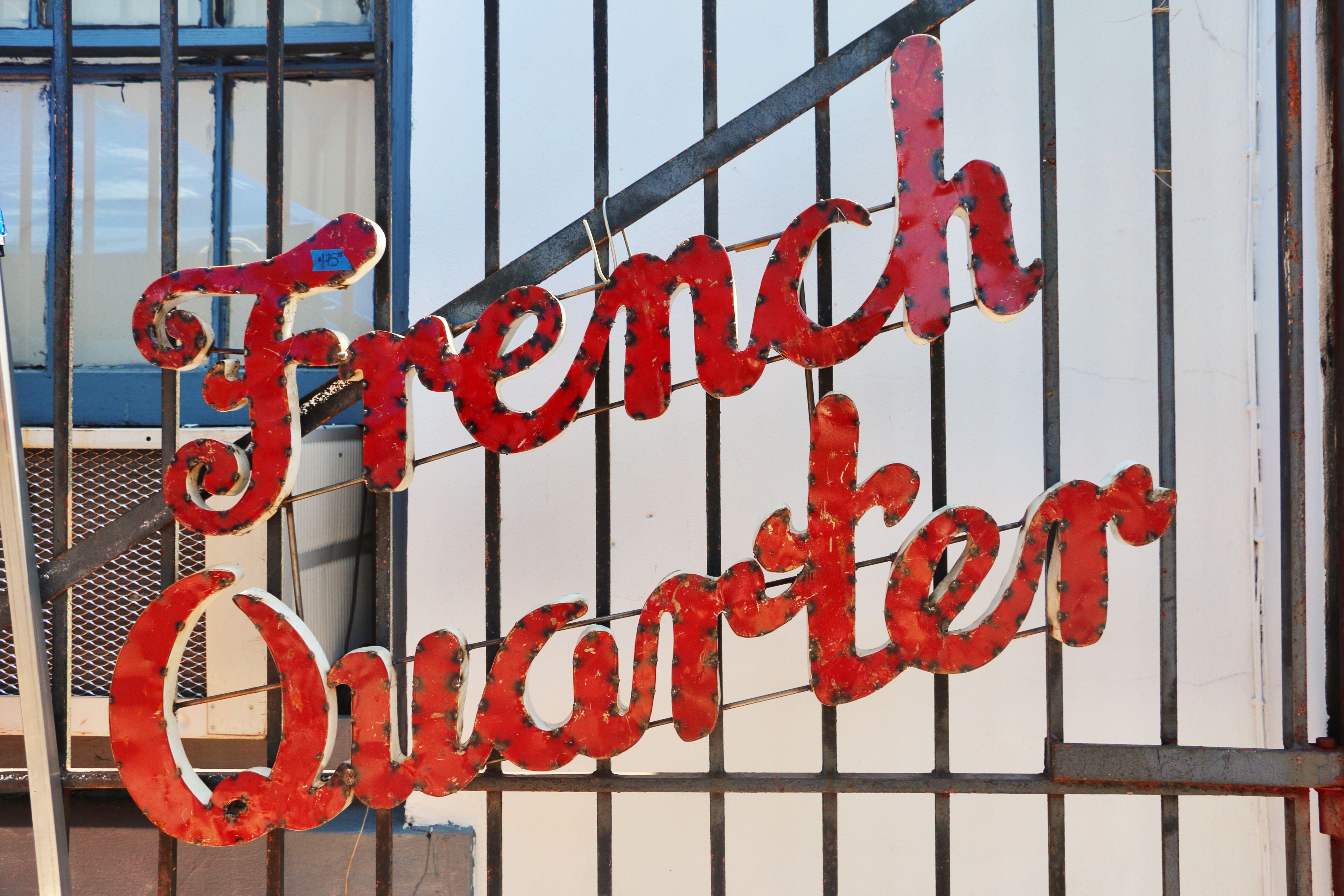 El Barrio Francés es testigo de los infructuosos esfuerzos de Ignatius para no conseguir trabajo en La conjura de los necios.