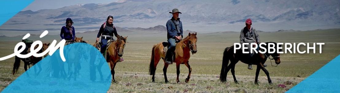 Arnout Hauben met te kleine paardrijlaarzen door Mongolië