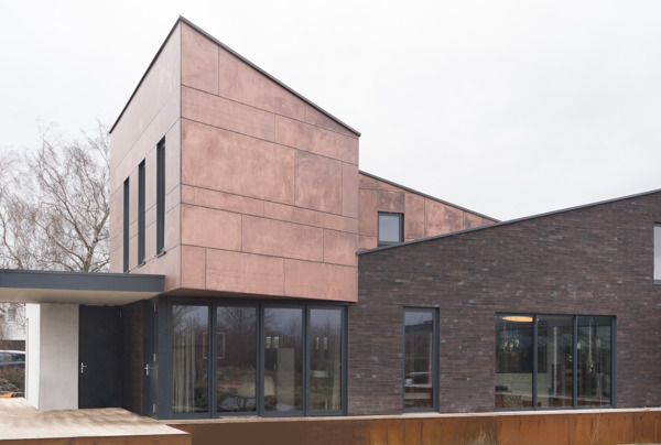Preview: Construction écologique en ossature métallique entourée d'eau