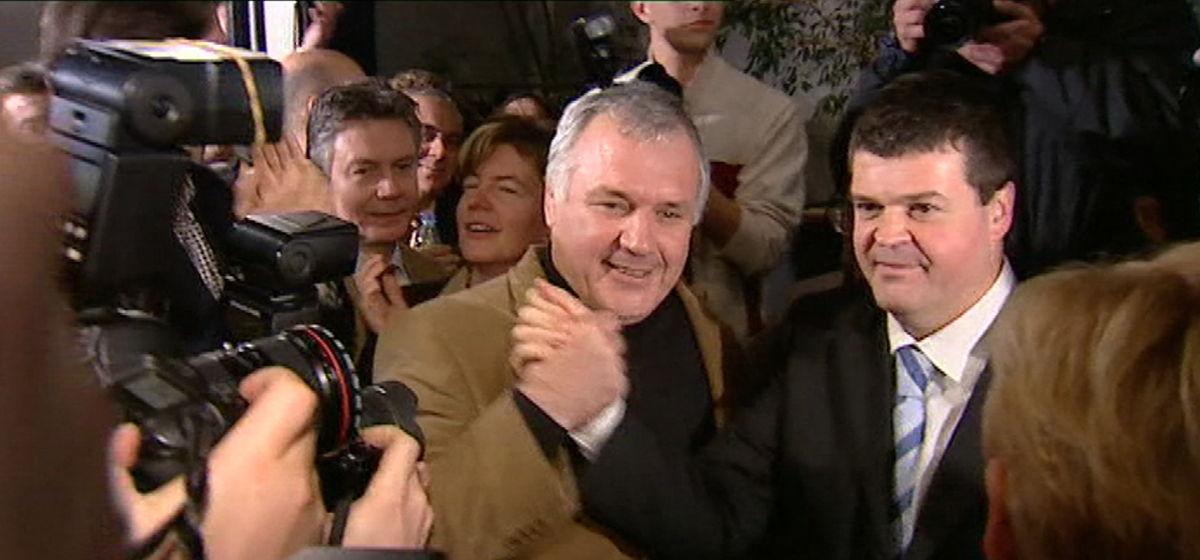 Bart Somers verslaat Jean-Marie Dedecker in de voorzittersverkiezingen van 2004