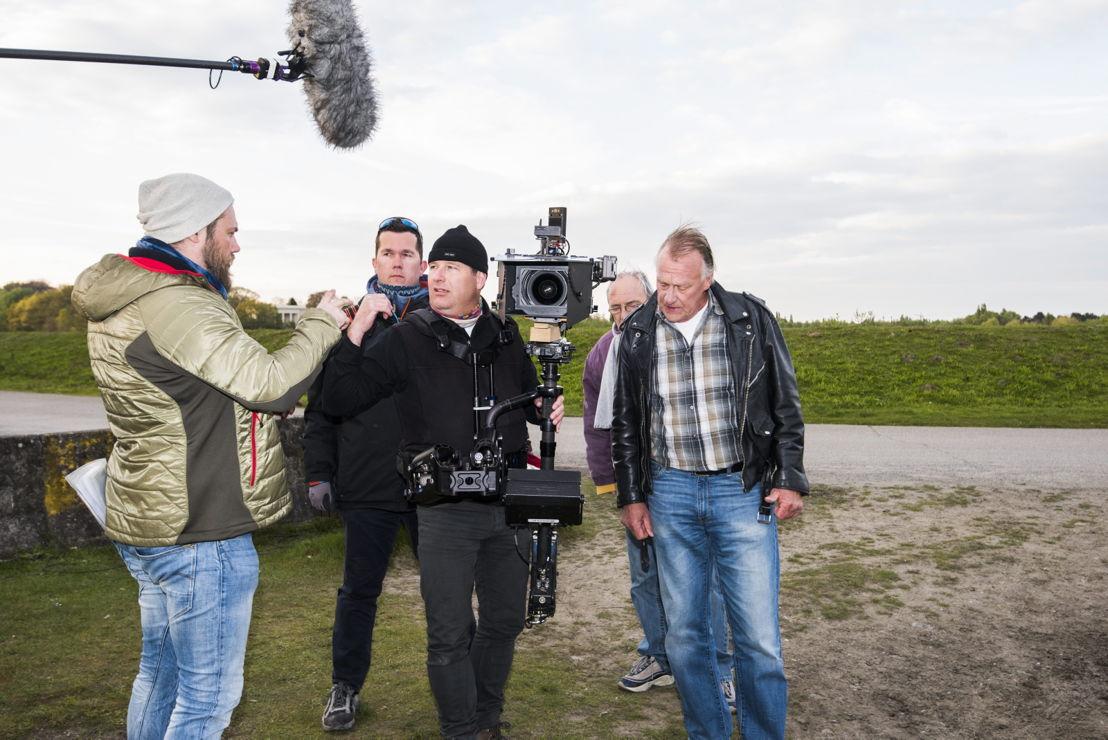Regisseur Lars geeft nog enkele aanwijzingen aan D.O.P. Philippe (c) Alex Vanhee/VRT