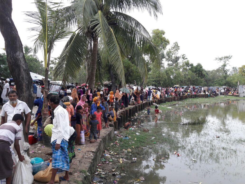 미얀마 국경을 넘어와 방글라데시 테크나프 근처에 있는 로힝야 난민들. ©MSF