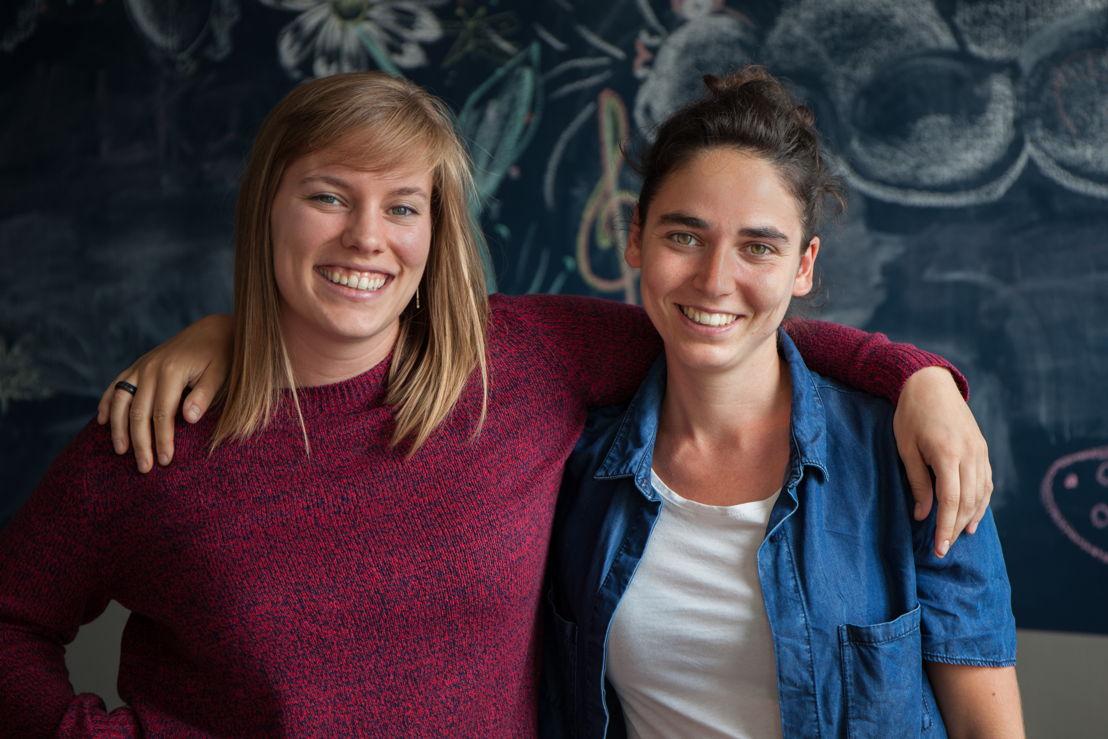 Lidewij Nuitten en Trixie Van Acker volgden een schooljaar lang De laatstejaars (c) VRT