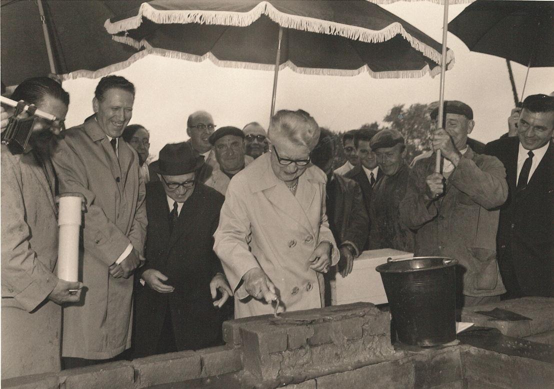 Jules en Irma Dhondt Dhaenens bij de eerste steenlegging 1967 Archief MDD