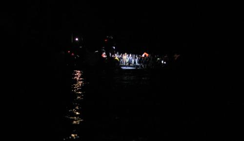 El Ocean Viking rescata a 407 personas en 5 operaciones nocturnas en el Mediterráneo central en 72 horas