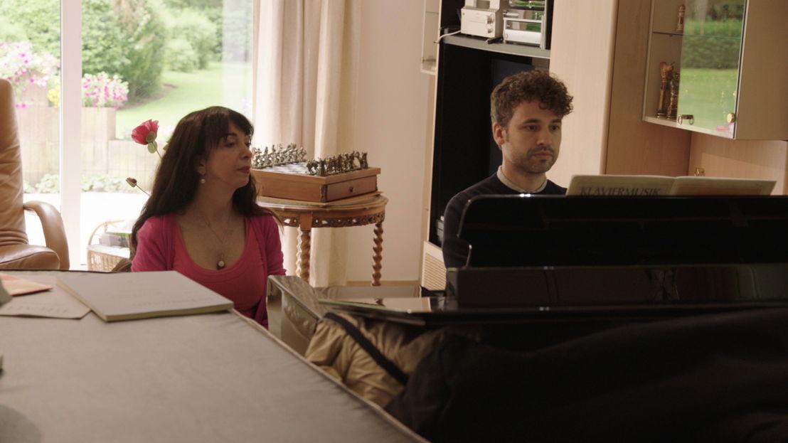 Thomas oefent met Eliane Rodriguez - (c) VRT