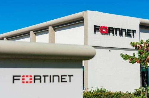 Fortinet stelt zijn volledige Network Security Expert-cursusaanbod voor onbepaalde tijd gratis beschikbaar