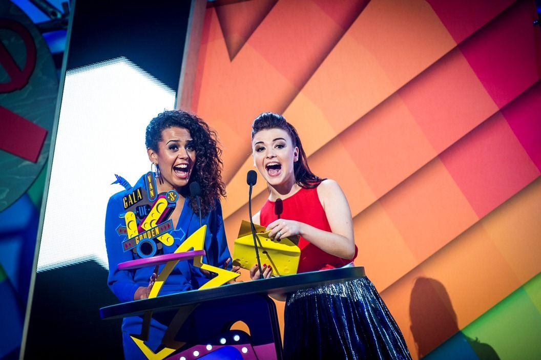 Gala van de Gouden K's 2014 - Tatyana Beloy en Lauren De Ruyck reiken de Gouden K voor Hunk van het jaar uit aan Dries Mertens - (c) VRT-Frederik Beyens