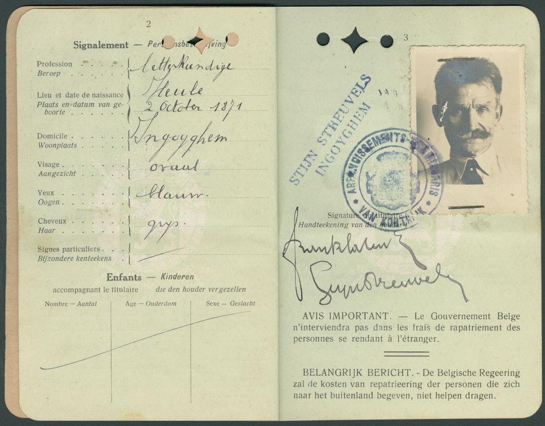 Streuvels reisde vaak. Het archief bevat enkele reispassen waarop meestal naast zijn officiële naam Frank Lateur, ook zijn pseudoniem Stijn Streuvels vermeld wordt.