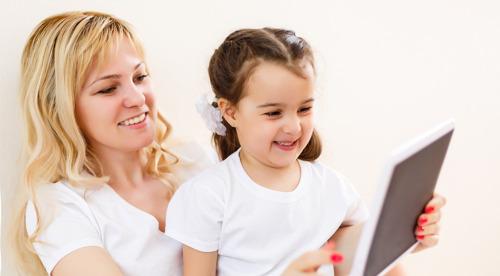 Dibuja, recorta y aprende: 5 libros para leer con tus hijos en su día