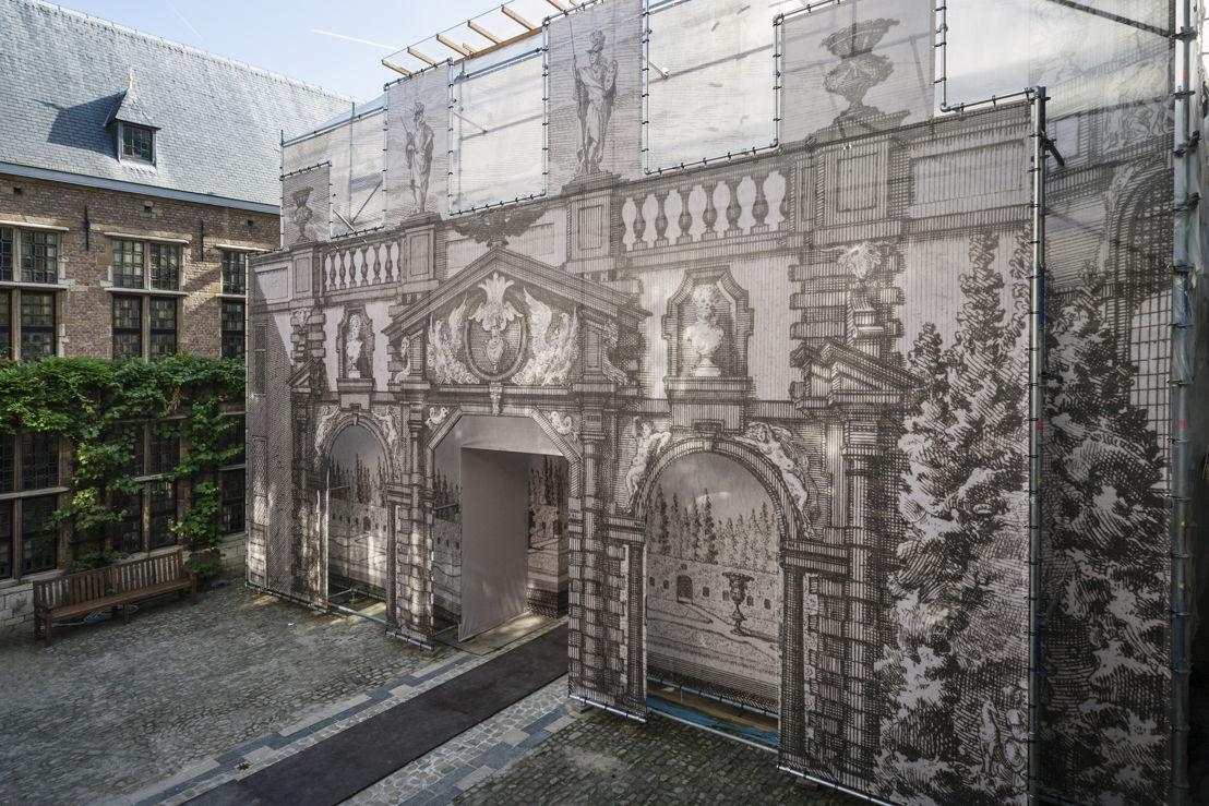 Zicht op portiek in stelling vanop de binnenplaats_foto Ans Brys