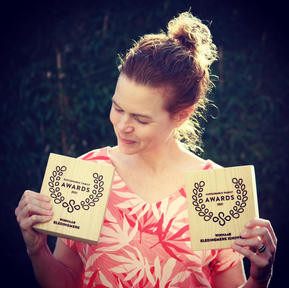 Anne De Smedt met de Sustainable Family Awards voor Lily-Balou
