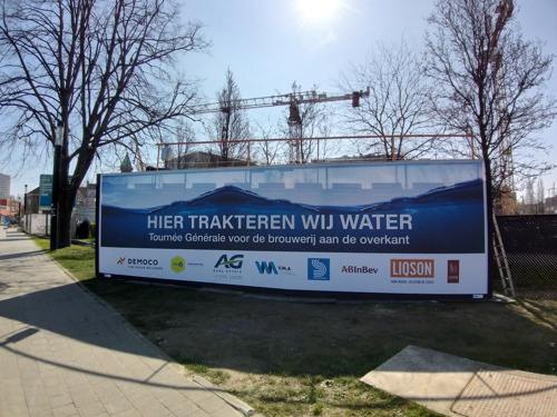 AG Real Estate et les entreprises de construction MBG et Democo offrent de l'eau de chantier à la brasserie Stella Artois