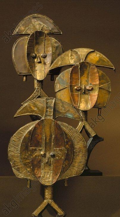 African Reliquary from Kota, Gabon.<br/>Wood, copper.<br/>Art Trade, Paris (Hôtel Drouot), 5.12.1987.<br/><br/>AKG378889