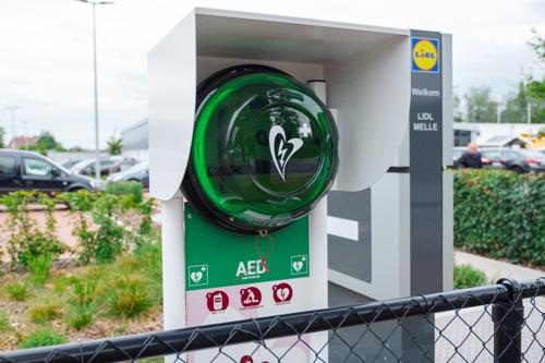 Lidl rust 5 winkels uit met publieke AED
