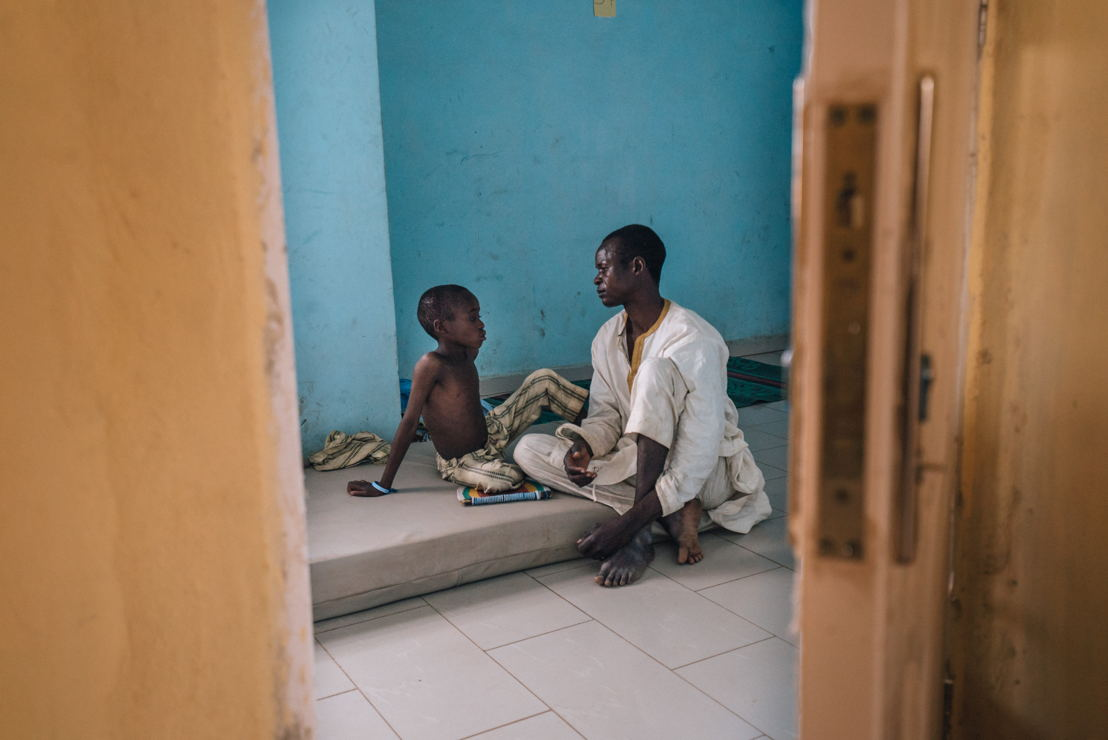 Nigeria: Fighting the worst meningitis C epidemic in nine years. Zahardien Musa, a meningitis patient from Sokoto, being admitted at the Muhammed Murtala Specialist Hospital of Sokoto, with his father. Photographer: Fabrice Caterini