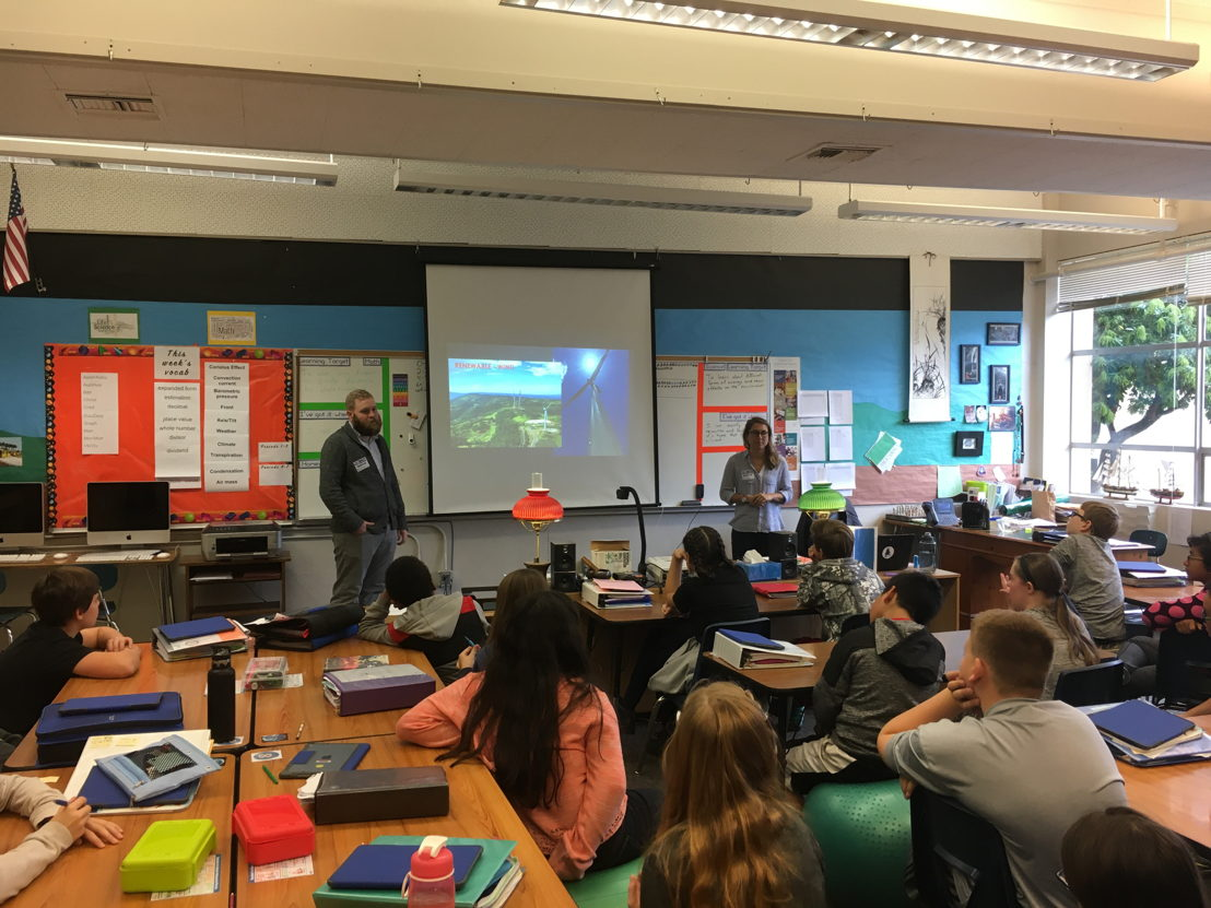 Teacher, Dylan McCann, guides his students at Twality Middle School in Tigard, Oregon through a STEM lesson and brings in industry experts to her class virtually using Nepris or for in-class visits using Oregon Connections.