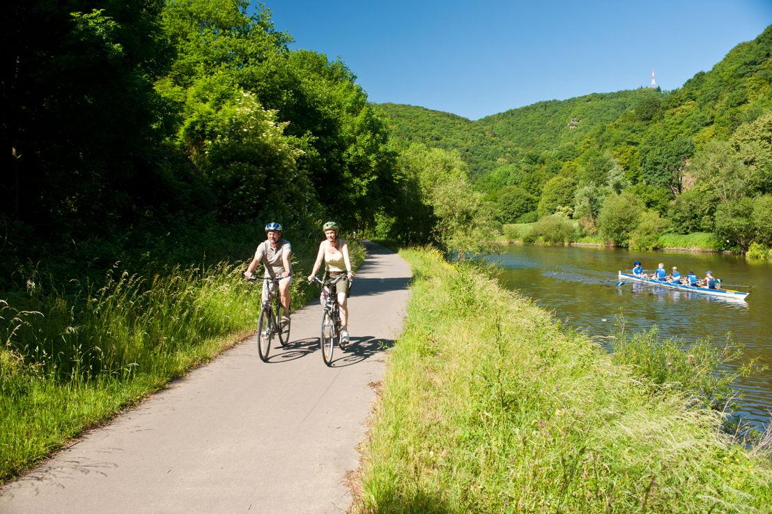 Fietsers op het Lahn-vallei fietspad in Obernhof (c) Dominik Ketz