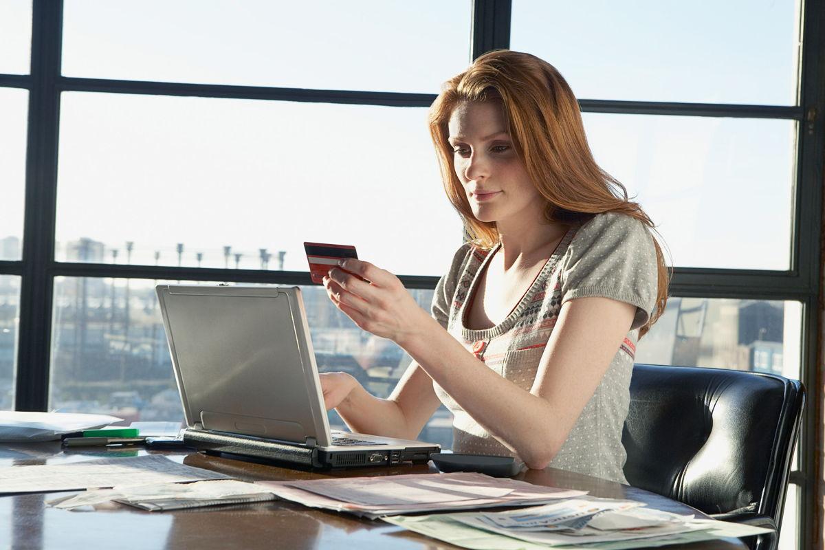 Soluciones en la nube como SAP Hybris Commerce Cloud y SAP Hybris Revenue Cloud permiten a las empresas ofrecer una experiencia omnicanal, así como la capacidad de mejorar la configuración del proceso de compra-venta