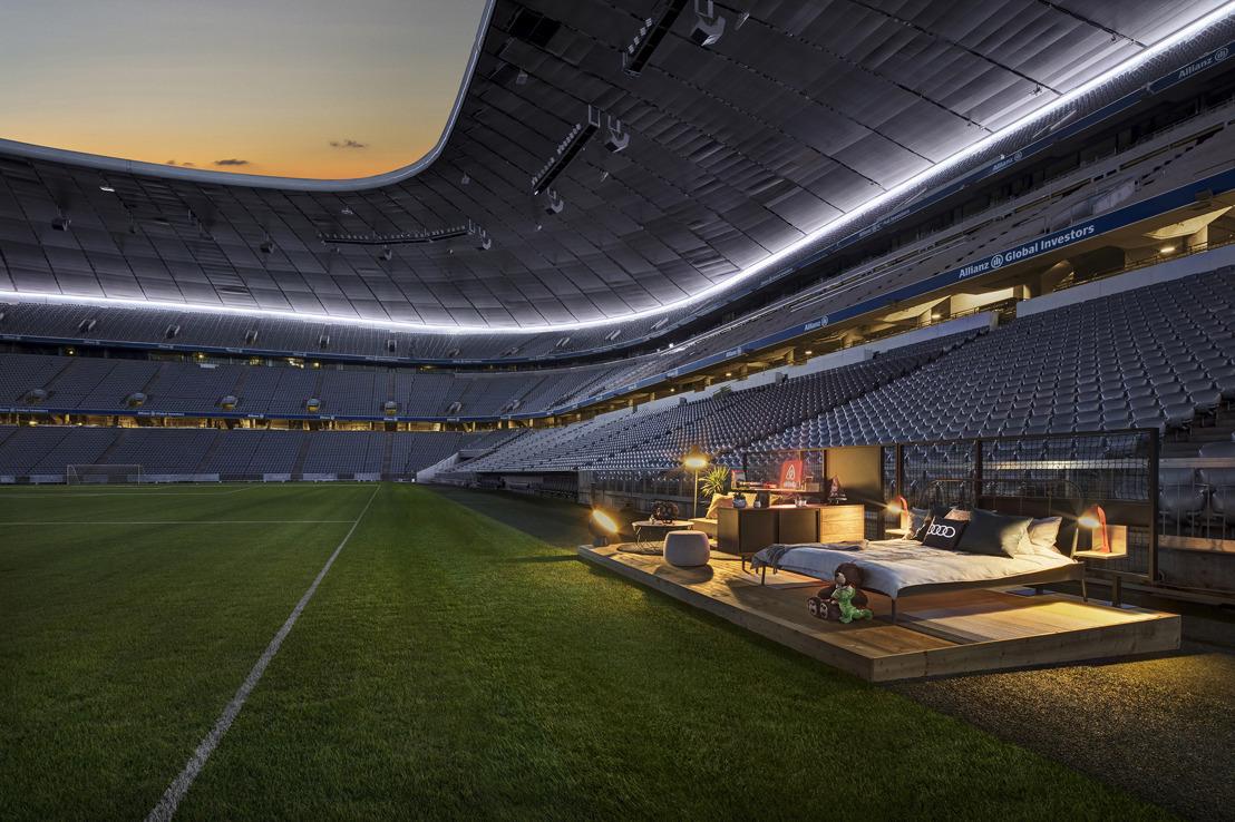 Voor de Audi Cup toveren Audi en Airbnb een voetbalstadion om tot een huis