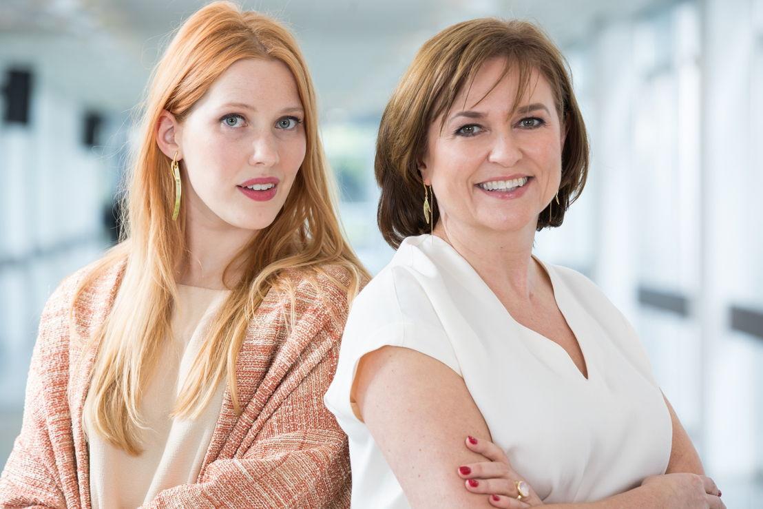 Clara De Decker en Katelijne Boon - (c) VRT Geert Van Hoeymissen