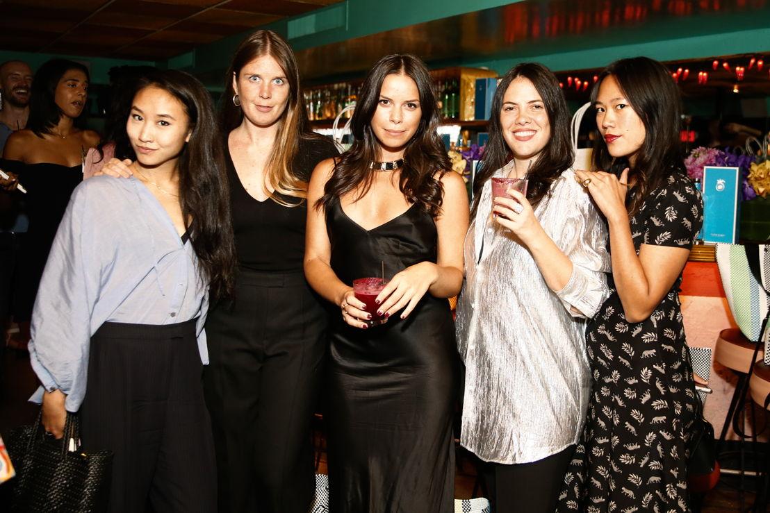 Naomi Otsu, Alice Newell-Hanson, Gillian Tozer, Elise Durbecq y Beverly Nguyen