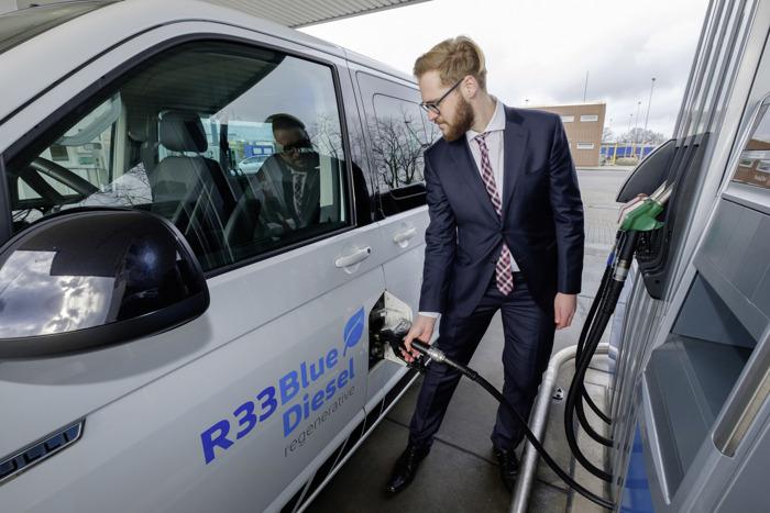 Nieuwe regeneratieve R33 BlueDiesel-brandstof helpt CO2-uitstoot van wagenparken te reduceren