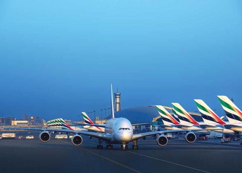 طيران الإمارات تشغل حالياً أسطولاً حديثاً مكوناً من طائرات الإيرباص A380 والبوينج 777، حيث معدل عمر الطائرات 5.3 سنوات.