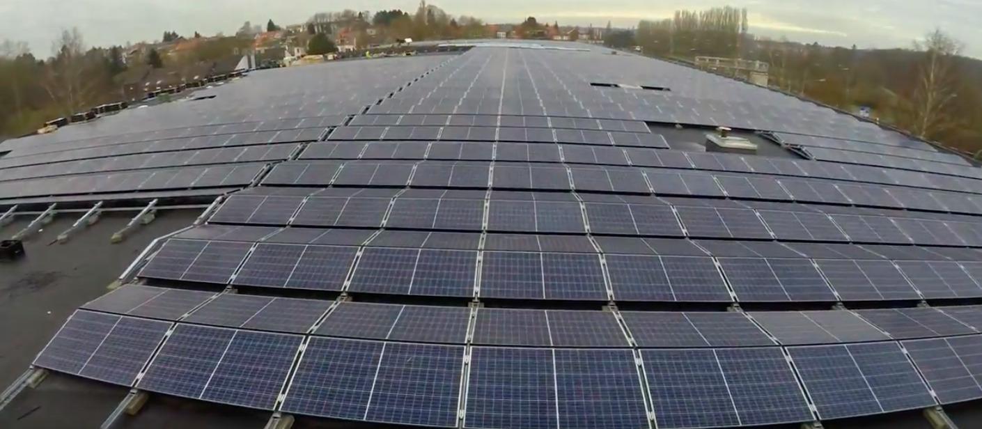 Eneco en Eoluz bouwen bouwen één van de grootste fotovoltaïsche installaties in het Brussels gewest voor het Centre Sportief de la Fôret de Soignes