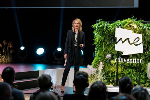 Des femmes inspirantes prennent le contrôle et la parole au sein de la plate‑forme She's Mercedes