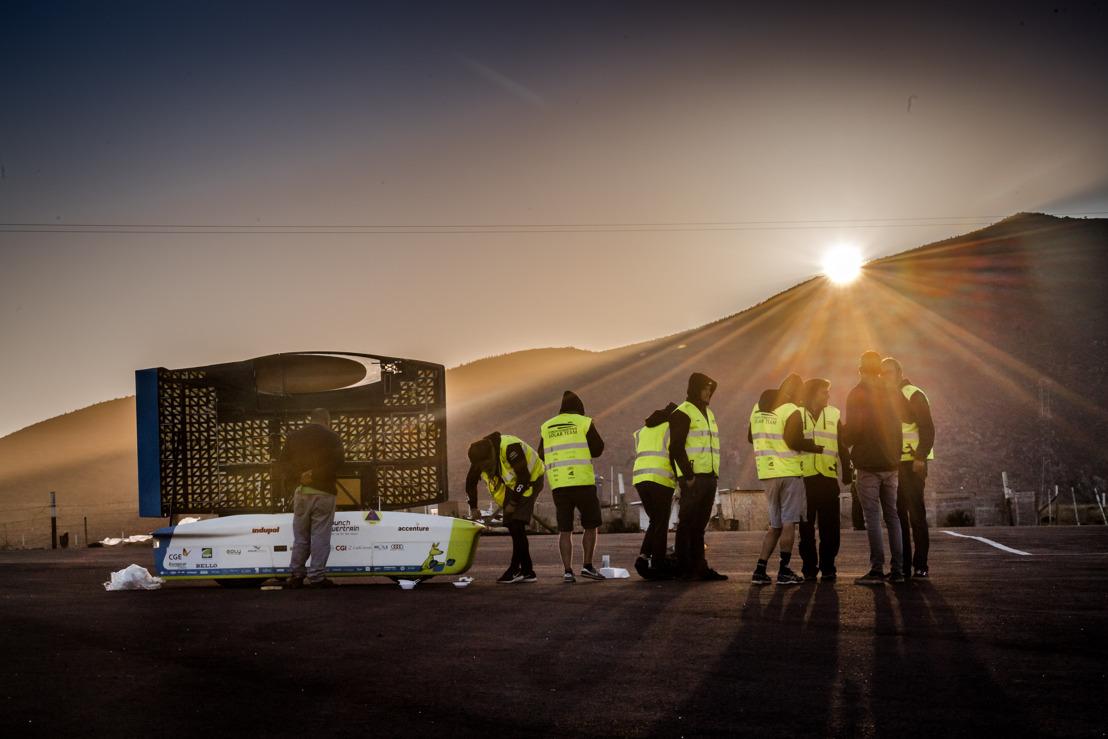 Zonnewagen behoudt koppositie na eerste bergetappe