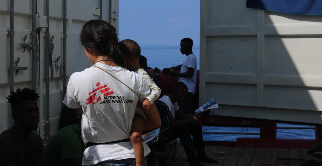SOS MEDITERRANEE et MSF appellent les dirigeants du continent européen à autoriser d'urgence le débarquement de 104 survivants.