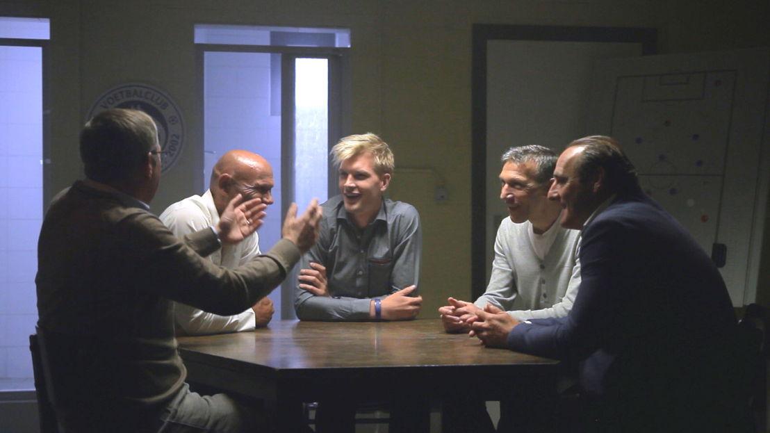 De kleedkamer - Eendracht Aalst 1994 : Leo Van der Elst, Edwin van Ankeren, Ruben Van Gucht, Peter Van Wambeke, Yves Vanderhaeghe - (c) Deklat Binnen